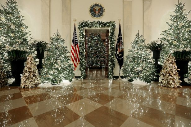 white-house-decoration-2019-grand-foyer