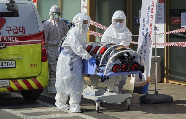 Coronavirus case on stretcher S. Korea
